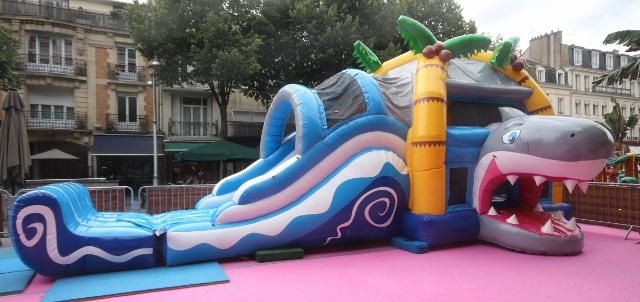 structure gonflable piscine finest gonflable aquatique. Black Bedroom Furniture Sets. Home Design Ideas