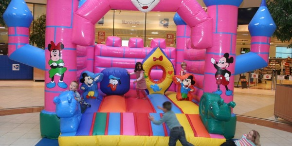chateaux gonflables mickey