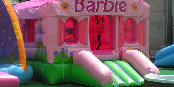 jeu gonflable barbie