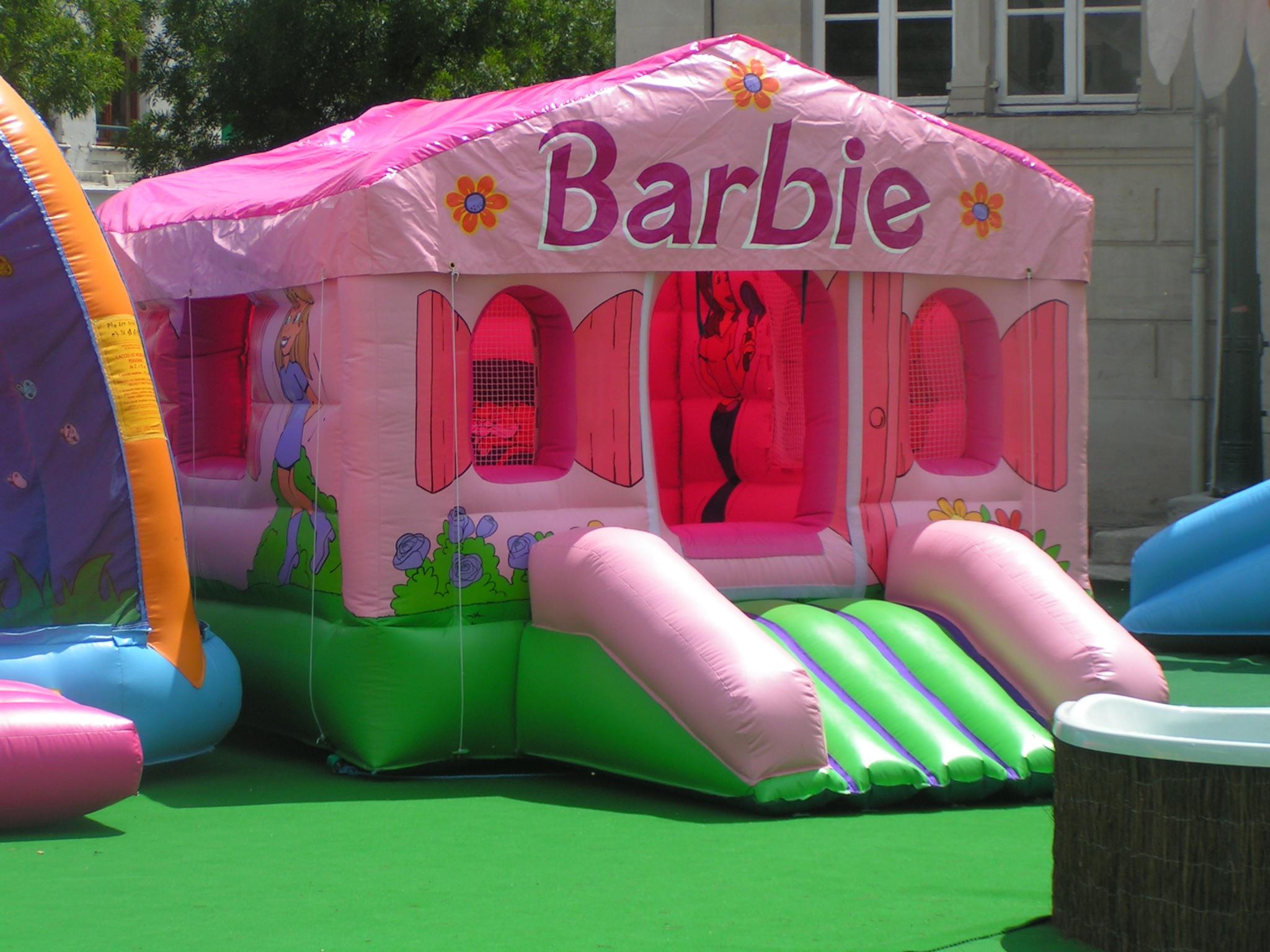 Chateau gonflable la maison de barbie - Petit chateau gonflable ...